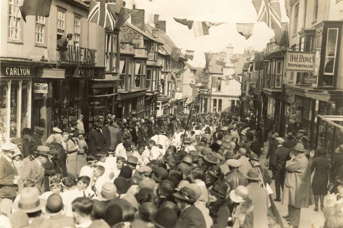 Flora Day, Helston 1930 (Donated to helstonhistory.co.uk by the late Douglas Williams and reproduced here with thanks)