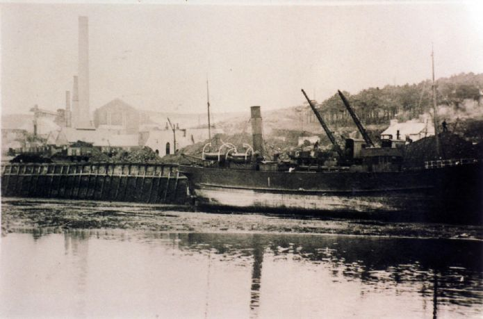 Coal being unloaded at Hayle North Quay