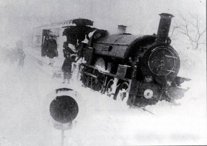 Flying Dutchman derailed in the snow near Camborne 1891 (Douglas Williams Collection)