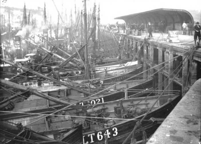 Lowestoft drifters, Newlyn North Pier in 1908 (courtesy of Morrab Library Photo Archive)