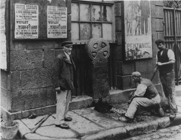 Workmen prepare to remove Penzance cross (Courtesy of Morrab Library Photo Archive)