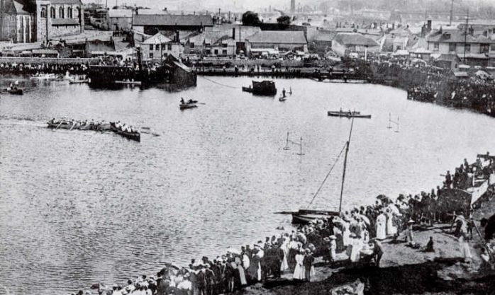 Hayle Regatta circa 1900, crowds surrounding Copper House Pool where competition appears to be in full swing. (courtesy of <a href=