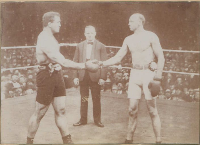 Jefferies on the left & Fitzsimmons on the right, 1902 (http://boxrec.com/media/index.php/File:Jeffries-vs.-Fitzsimmons.jpg)