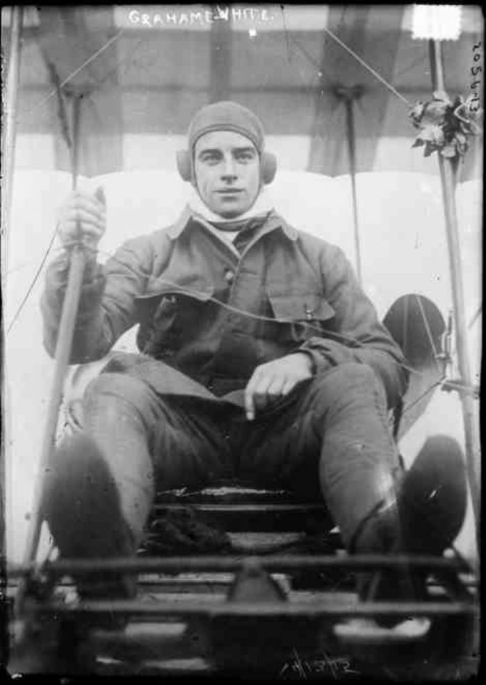 "Claude Grahame-White in the exposed pilot position of an early aeroplane. (<a title=""By Bain News Service [Public domain], via Wikimedia Commons"" href=""https://commons.wikimedia.org/wiki/File:Claude_grahame-white_on_aeroplane.jpg""><img width=""256"" alt=""Claude grahame-white on aeroplane"" src=""https://upload.wikimedia.org/wikipedia/commons/thumb/4/4d/Claude_grahame-white_on_aeroplane.jpg/256px-Claude_grahame-white_on_aeroplane.jpg""></a>)"